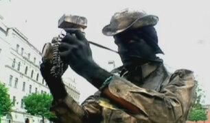 En carne propia: Olenka y Omar hacen de 'estatuas humanas'