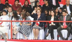 Nancy Lange retomó protocolo y disfrutó de desfile separada de PPK