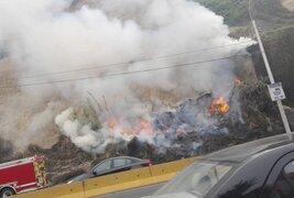 Costa Verde: incendio causó caída de piedras y cierre de vías
