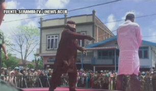 Indonesia: azotan a 11 personas por incumplir ley islámica