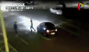 Reino Unido: hombre resulta herido tras ser arrollado por auto fuera de control