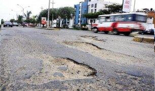 Breña: pistas en mal estado perjudican a conductores