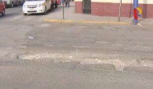 Lima: pistas en mal estado perjudican a conductores