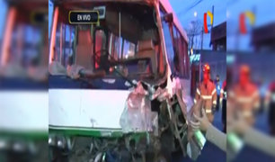 Cinco heridos deja choque de cúster en avenida Benavides