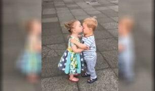 Facebook: mira la reacción de estos niños al darse un beso