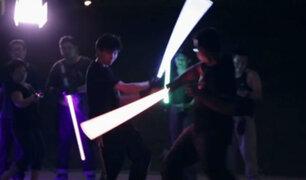 YouTube: ¡Esta lucha con sables de luz no tiene nada que envidiar a Star Wars y es real! [VIDEO]