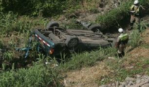 Cusco: despiste y volcadura de vehículo deja dos muertos