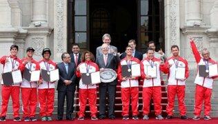 PPK homenajeó a selección peruana de surf tras ganar campeonato mundial