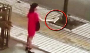 China: Mujer amenaza a decenas de personas con un machete