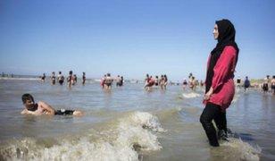 Francia: suspenden prohibición del burkini en playas