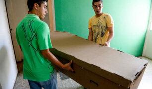 Crisis en Venezuela: fabrican ataúdes de cartón
