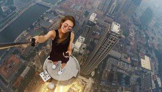 Angela Nikolau, la rusa de las selfies más extremas del mundo