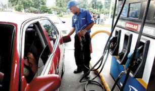 Precio de gasolina sube en Perú pese a descenso del crudo en el mundo