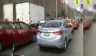 Taxistas realizaron protesta en contra de Uber