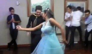 Adolescentes sorprenden bailando marinera durante quinceañero