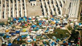 Reino Unido construirá muro para impedir inmigrantes en Calais