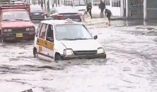 Vehículos fueron afectados por aniego en Independencia