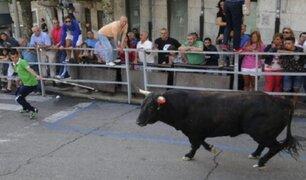 España: hombre queda grave tras ser embestido por toro