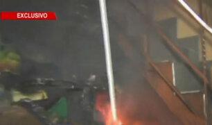 SMP: incendio destruye vivienda que funcionaba como almacén