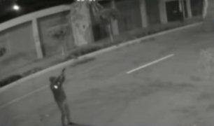 Chimbote: cámaras captan a extorsionador disparando contra gimnasio.