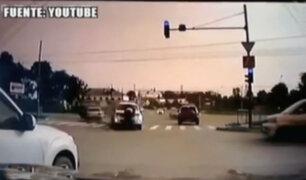 Conductor imprudente atropella a hombre en Rusia