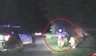 Valientes policías rescatan a familia que estaba dentro de auto en llamas