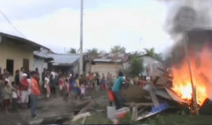 Iquitos: vecinos incendian casa de sujeto acusado de asesinar a hermano de expareja