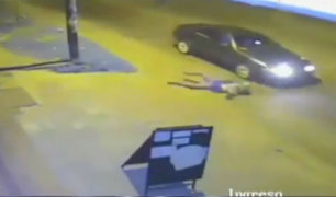 Mujer salvó de morir tras ser arrollada por auto
