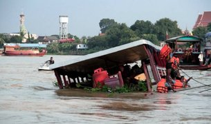Tailandia: 13 muertos deja choque de barco contra puente