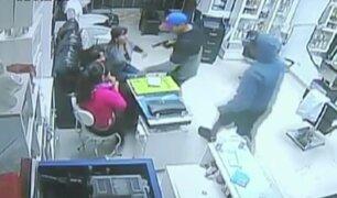 Impactantes imágenes de asaltos captados por cámaras de seguridad