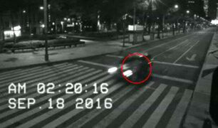 YouTube: Un supuesto fantasma es captado en plena avenida de la capital de México [VIDEO]