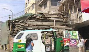 VMT: vecinos toman veredas para construir escaleras y depósitos