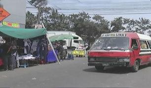 Ambulantes invaden concurrida vía del Centro de Lima