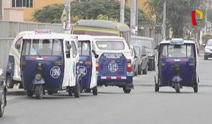 Chorrillos: taxis y mototaxis convierten vía en paradero informal