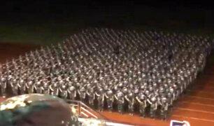 Estudiantes chinas sorprenden con esta increíble coreografía militar [VIDEO]