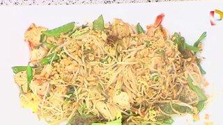 Aprende la exquisita receta de los fideos saltados a la tailandesa 'mar y tierra'