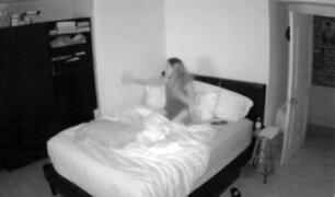 Facebook: Aterrada usuaria graba cómo algo 'entra' en su habitación y jala sus sábanas