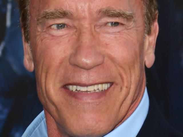 Arnold Schwarzenegger invita al mundo a vacunarse contra la COVID-19