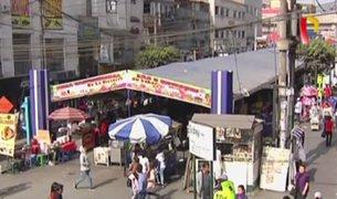 Feria de comida invade la vía pública en Gamarra