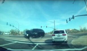 EEUU: mujeres salvan de morir tras chocar con automóvil