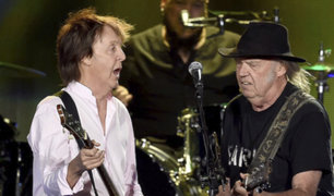 """Paul McCartney y Neil Young tocaron juntos canciones de """"The Beatles"""" en el Desert Trip"""