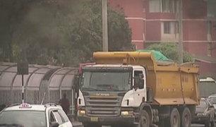Informe 24: camiones ocasionan caos vehicular y dañan pistas