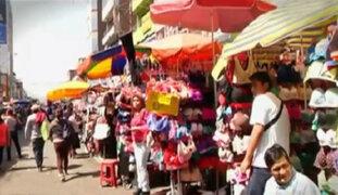 Ambulantes invaden veredas para ofrecer sus productos