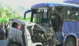 Tres muertos y 10 heridos dejó choque entre camión y ómnibus en Cañete