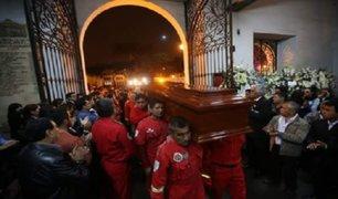 Velan restos de bomberos fallecidos durante incendio en El Agustino