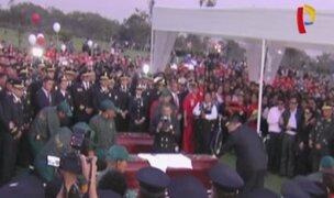 Restos de bomberos fueron sepultados con honores en cementerio de Huachipa