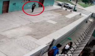 SJM: captan a sujeto masturbándose frente a escolares en plena calle
