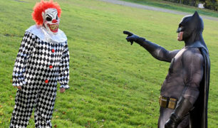 """""""Batman"""" combate a los payasos asesinos en las calles de Inglaterra"""