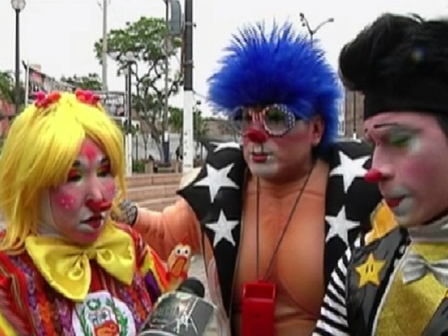 Los payasitos celebran su día con un colorido pasacalle