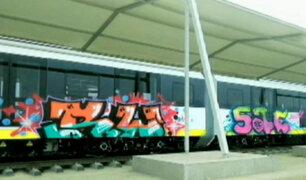 Vándalos pintan grafitis en onuevos trenes de la Línea 2 del Metro de Lima